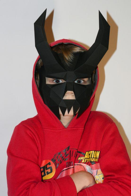 Полигональная маска демона